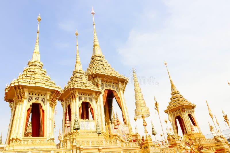Bonito da opinião do ouro o crematório real para o HM o rei atrasado Bhumibol Adulyadej no 4 de novembro de 2017 imagens de stock