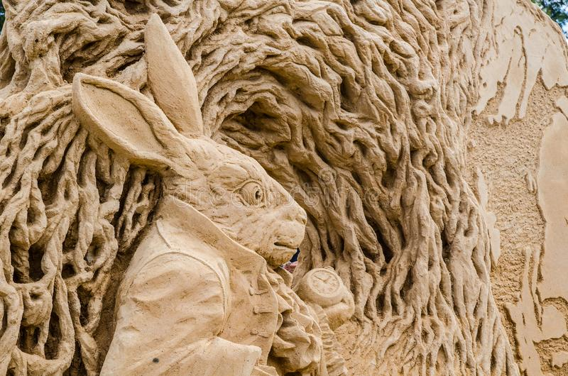 ` Bonito do furo de coelho do ` da escultura da areia na exposição do país das maravilhas, em Blacktown Showground foto de stock