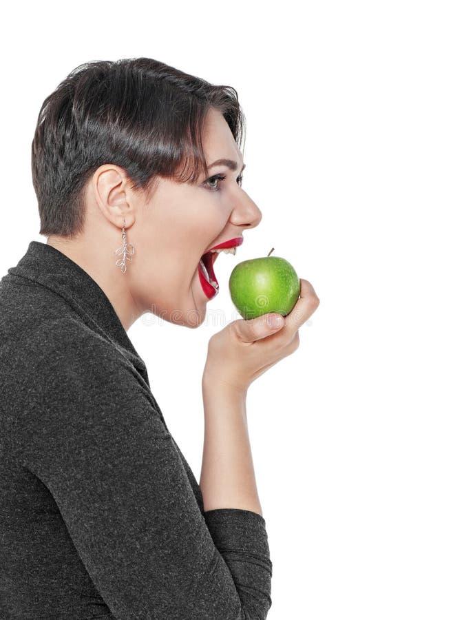 Bonito mais a mulher do tamanho com a maçã verde isolada imagens de stock royalty free