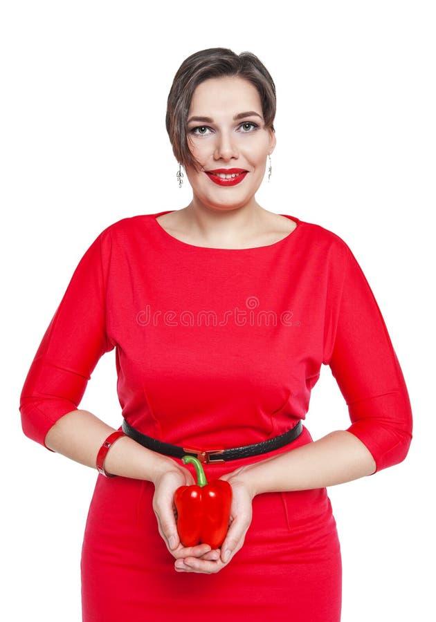 Bonito mais a mulher do tamanho com a pimenta vermelha isolada fotos de stock royalty free