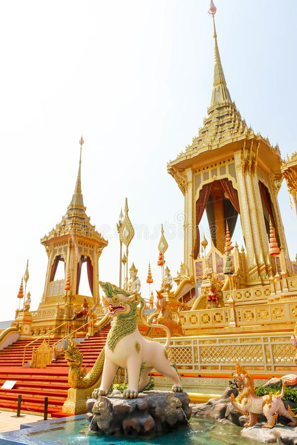 Bonito o crematório real do ouro para o rei Bhumibol Adulyadej no 4 de novembro de 2017 fotos de stock