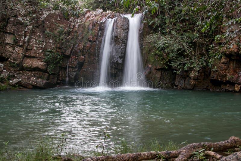 Bonitovattenfall i centrala Brasilien royaltyfri foto
