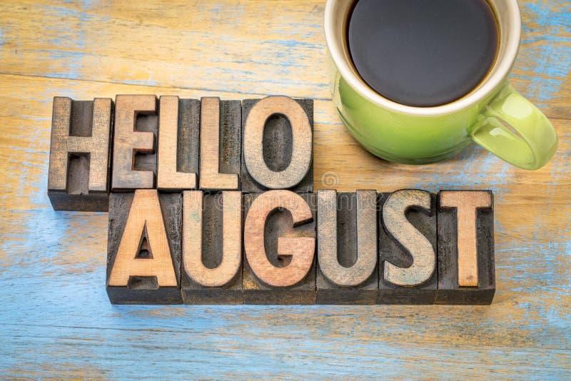 Bonjour abrégé sur mot d'août dans le type en bois image stock