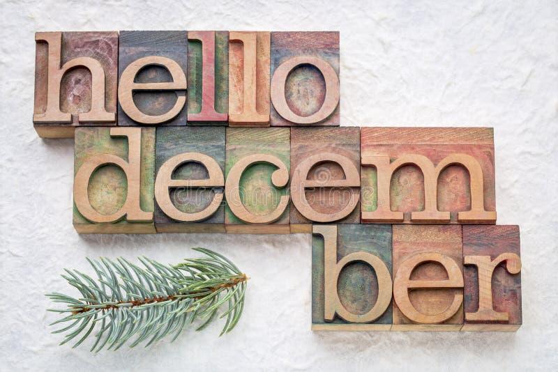 Bonjour abrégé sur mot de décembre dans le type en bois photos libres de droits