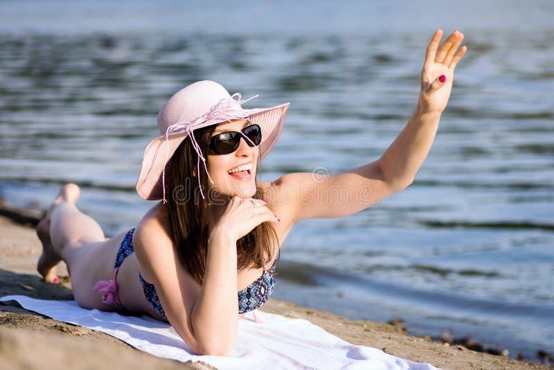 Bonjour accueil sur la plage photo stock