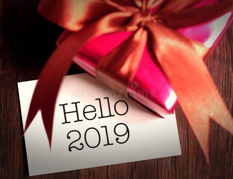 Bonjour 2019 avec le cadeau photographie stock libre de droits
