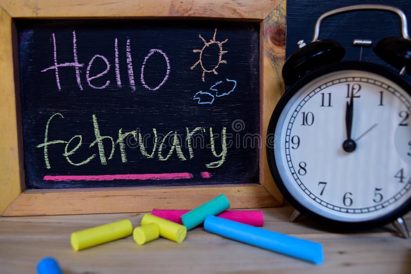 Bonjour février De nouveau au concept d'école image stock