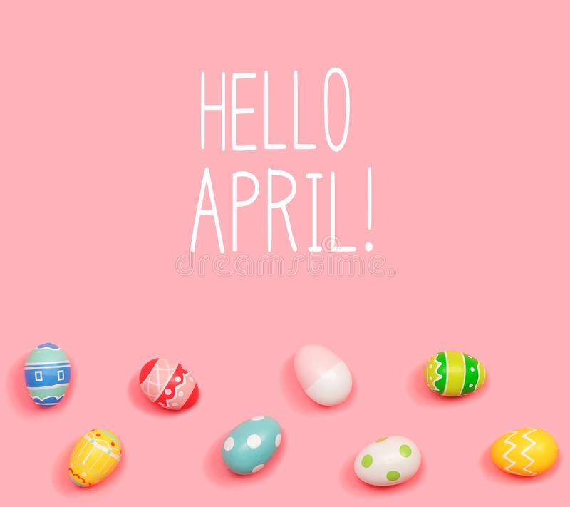 Bonjour message d'avril avec des oeufs de p?ques photos stock