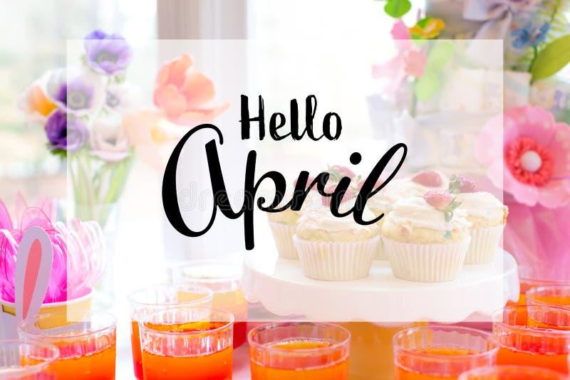 Bonjour message d'avril avec la table de dessert images libres de droits