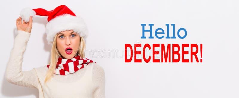 Bonjour message de décembre avec la femme avec le chapeau de Santa photo libre de droits