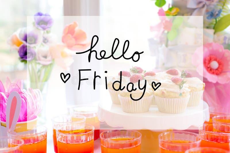 Bonjour message de vendredi avec la table de dessert images libres de droits