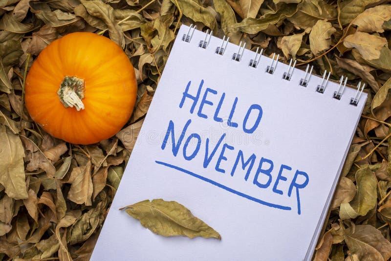 Bonjour novembre dans un carnet à dessins photo stock