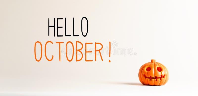 Bonjour octobre avec un petit potiron photographie stock libre de droits