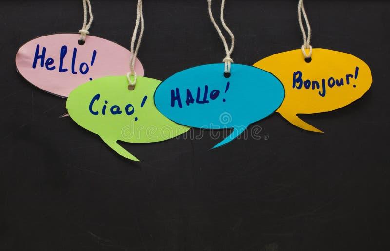 Bonjour/parlant apprenant des langues étrangères bub coloré de la parole image stock