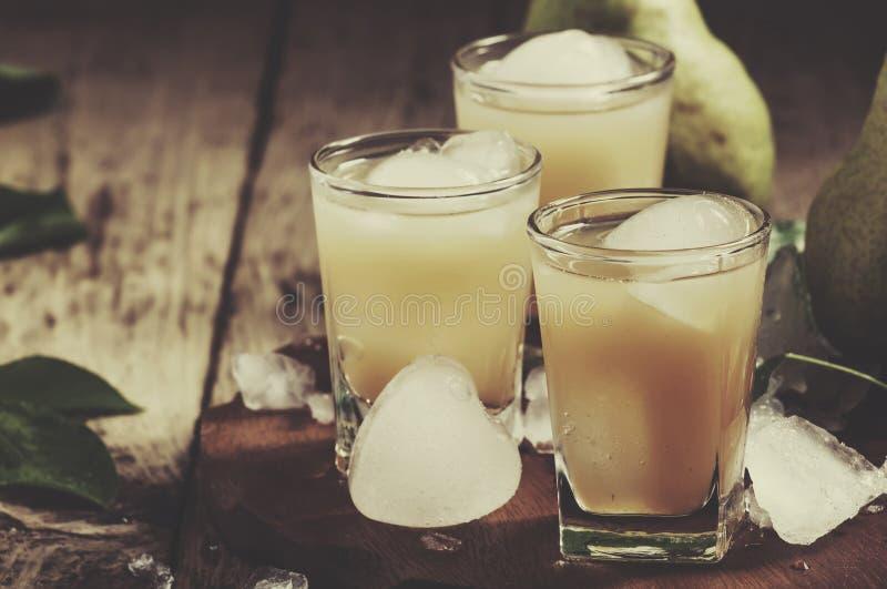 Bonkreta świeży sok z lodową i świeżą bonkretą na drewnianym stole, selekcyjna ostrość zdjęcia stock
