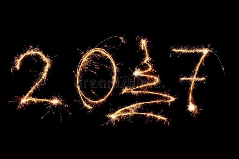 BONNE ANNÉE 2017 écrite avec des feux d'artifice comme fond image libre de droits
