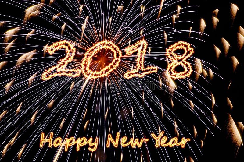 Bonne année ardente 2018 de lettres et flashes des feux d'artifice images libres de droits