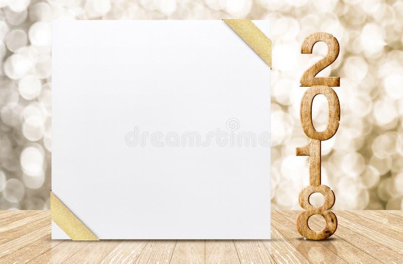 Bonne année 2018 avec la carte de voeux blanche vierge avec la nervure d'or photo libre de droits