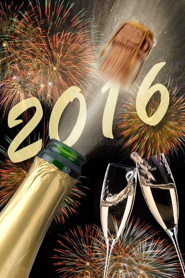 Bonne année 2016 avec le champagne sautant photo libre de droits