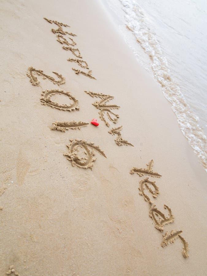 Bonne année dessinée sur le sable photos libres de droits