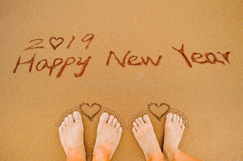 Bonne année 2019 et pieds d'amour de coeur image stock
