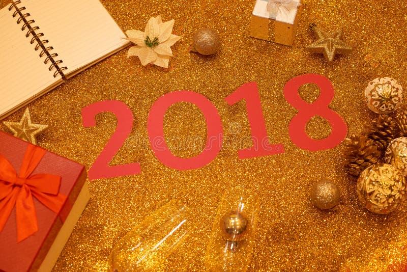 Bonne année 2018 Fond d'or de vacances photos stock