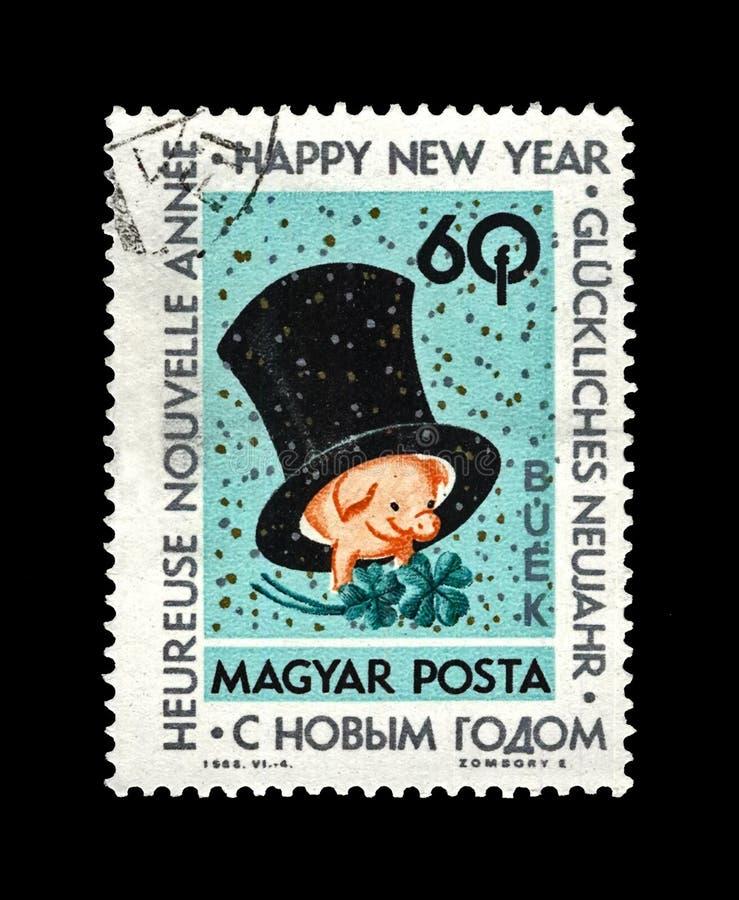 Bonne année, porc rose avec le grand chapeau noir de chapeau supérieur et trèfle pour Noël, affamé, vers 1963, photo stock