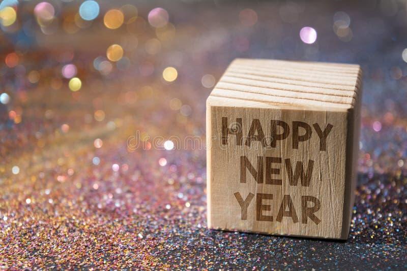 Bonne année sur le cube en bois image stock