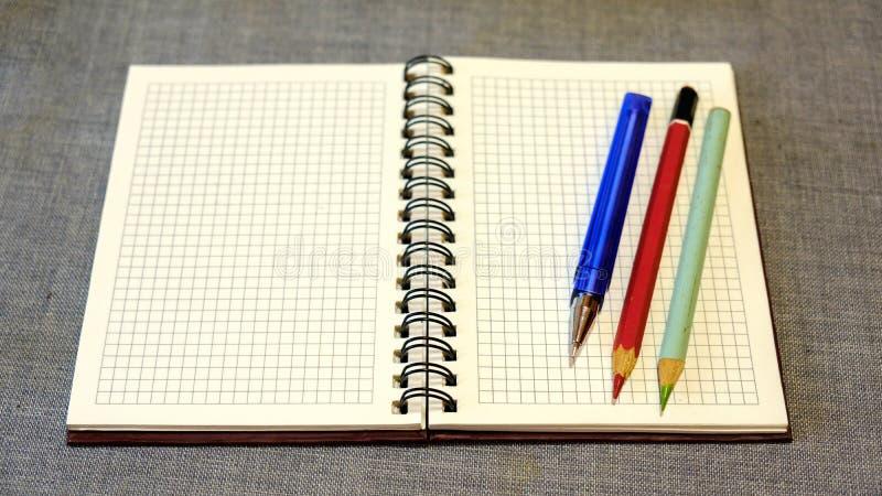 """Résultat de recherche d'images pour """"crayon avec papier"""""""