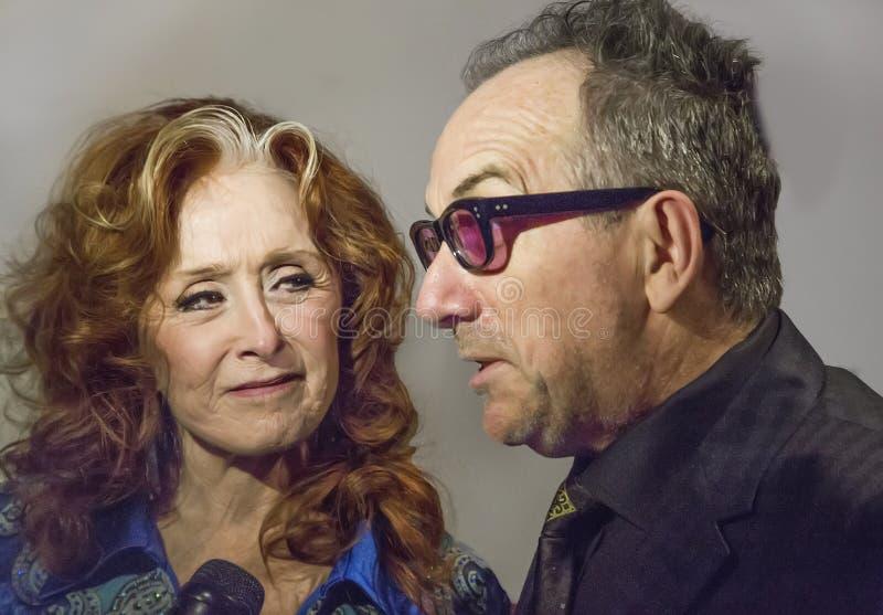 Bonnie Raitt och Elvis Costello arkivfoto