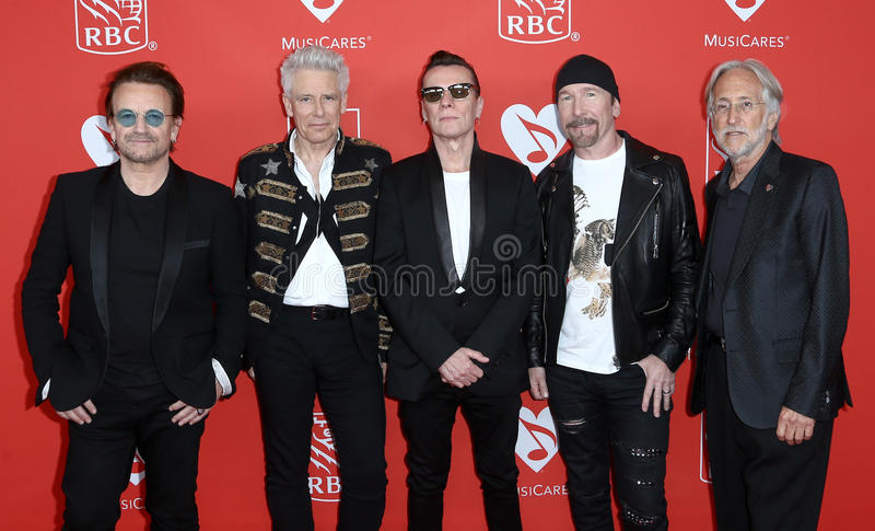 Bono, Adam Clayton, Larry Mullen Jr, The Edge, Neil Portnow fotografia stock