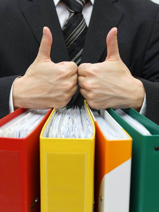Bons explicar ou serviços a empresas com polegar acima em pastas fotografia de stock