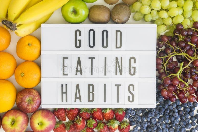 Bons hábitos comendo com fruto fotos de stock