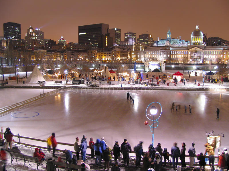 Bonsecours het Schaatsen Piste en de horizon van Montreal bij nacht royalty-vrije stock foto