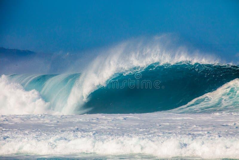 Bonzai rörledning på Oahus norr kust i Hawaii arkivfoton