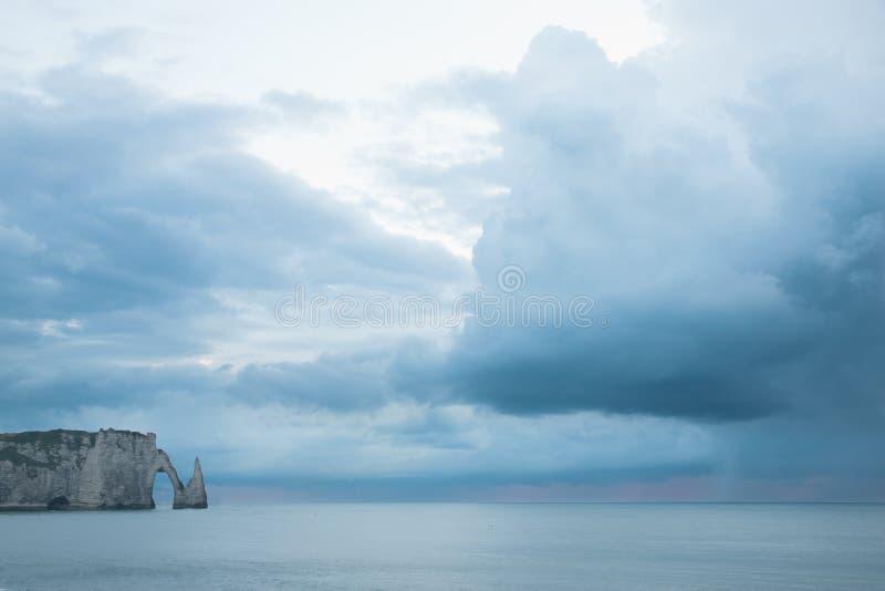Download Boog In Het Overzees In De Kust Van Normandië In Frankrijk Stock Foto - Afbeelding bestaande uit heuvel, normandië: 29509380