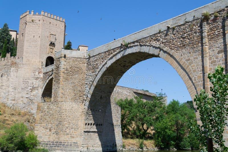 Boog van de Roman brug stock afbeeldingen