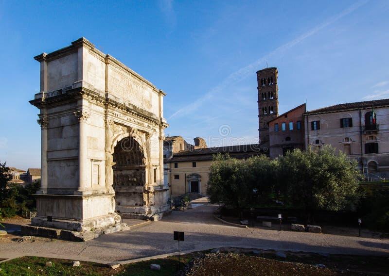 Boog van de triomfantelijke boog van Titus in Rome Italië stock foto's