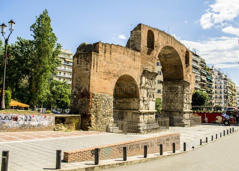 Boog van Galerius bij Thessaloniki stad, Griekenland stock fotografie