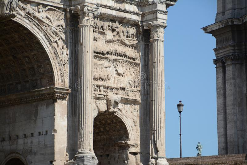Boog van Triomf in Rome stock foto's