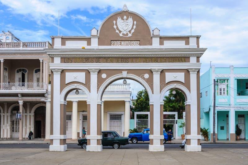 Boog van Triumph in Jose Marti Park in Cienfuegos, Cuba stock afbeelding