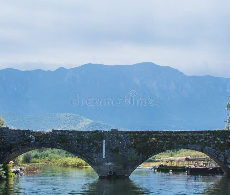 Boog zoals ogen, Skadar-Meer, Montenegro royalty-vrije stock afbeelding