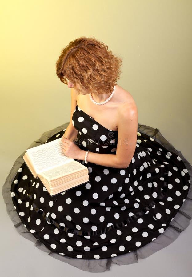 book flickaavläsning fotografering för bildbyråer