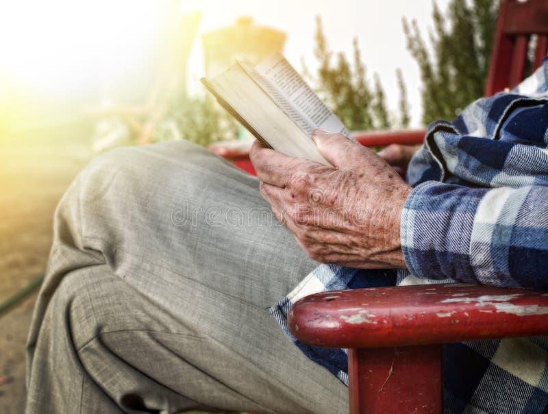 book man old reading στοκ εικόνα