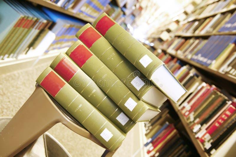 book stapeln fotografering för bildbyråer