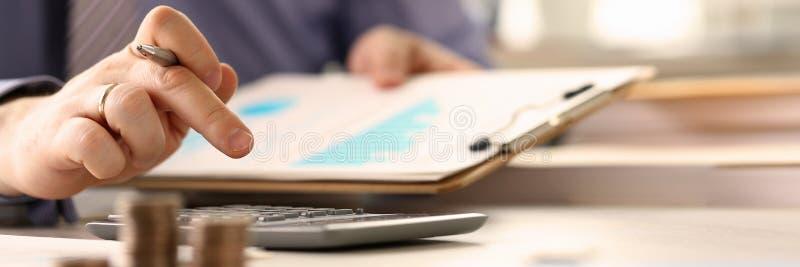 Booker Calculate Finance Budget Tax rapportbegrepp arkivfoton