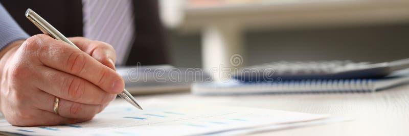 Booker Osiąga Korporacyjnego rocznego budżeta Stats zdjęcia stock