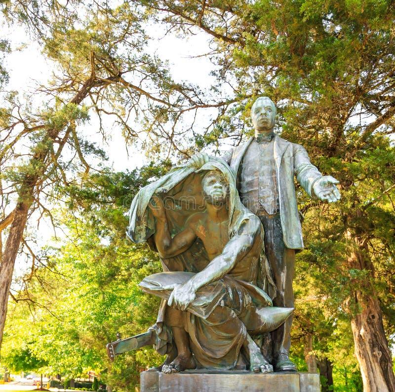 Booker T Washington Monument Statue Lifting il velo fotografia stock