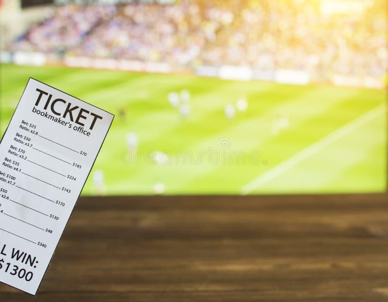 Bookmakerbiljett på bakgrunden av TV på som ersisk fotboll för show, sportar som slå vad, bookmaker fotografering för bildbyråer
