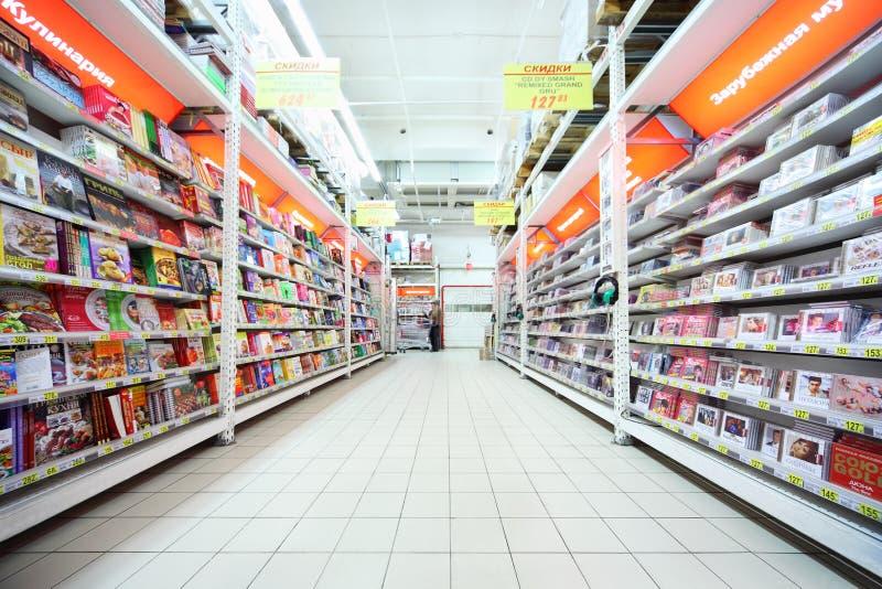 books cds som insidan shoppar fotografering för bildbyråer